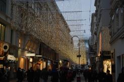 Weihnachtsbeleuchtung vor dem Demel