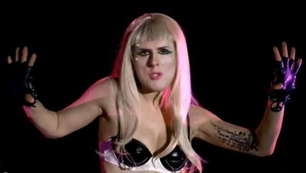 "Weird al Jancovic als Lady Gaga in ""Perform this way"""
