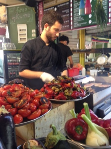 """Auch in anderen Ländern gibt es immer mehr """"To Go"""" hier auf dem Carmel-Markt in Tel Aviv"""