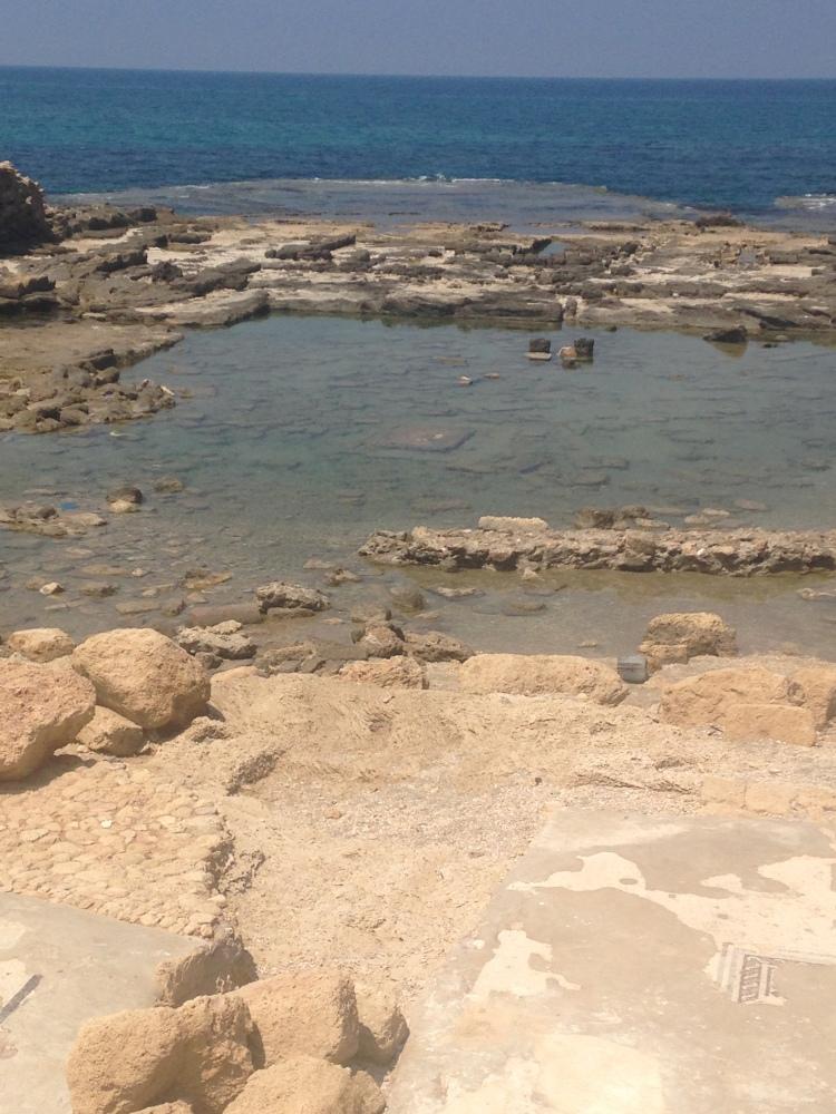 Antiker Poll in Cäsarea, indem damals wilde Orgien stattgefunden haben