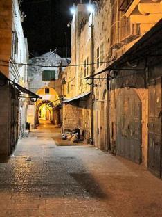 """Israel-Jerusalem Old City"" von Chmouel - http://en.wikipedia.org/wiki/Image:Israel-Jerusalem_Old_City.jpg. Lizenziert unter CC BY-SA 3.0 über Wikimedia Commons - https://commons.wikimedia.org/wiki/File:Israel-Jerusalem_Old_City.jpg#/media/File:Israel-Jerusalem_Old_City.jpg"