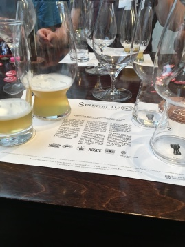 So wurde das Bier getestet - Willi Becher gegen Spezialglas