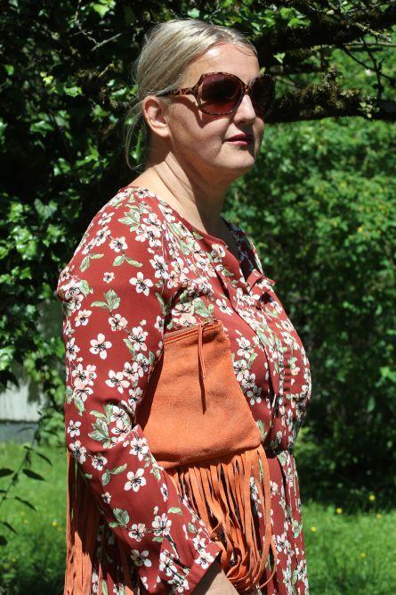Kleid von Mint&Berry, Tasche Asos, Brille Flohmarkt