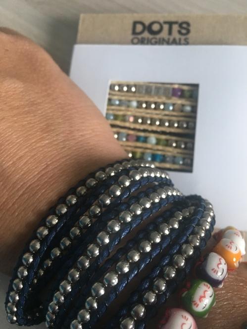 Dots sind nachhaltig gefertigte Armbänder aus Thailand