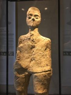 Das älteste Exponat des Louvre, eine 9000 Jahre alte Statue aus Jordanien