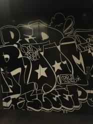 Jede Tür hat ihr eigenes Graffiti