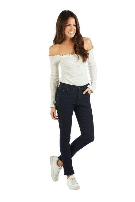 Das Frauenmodell der Half Century Jeans