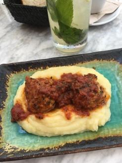 Klassische Speise: Fleischbällchen mit Püree - oberlecker im Locals only