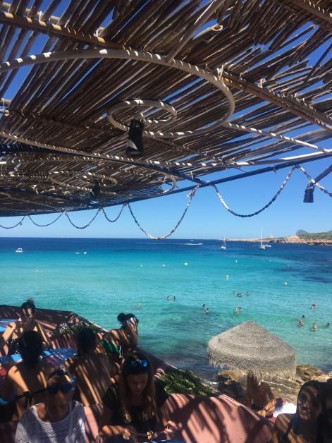 So türkis ist das Wasser bei Ibiza