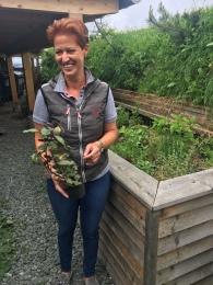 Petra Pacheiner kocht mit Kräutern aus dem eigenen Garten