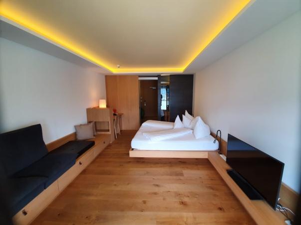 Die Zimmer sind wunderschön und schlicht gestaltet