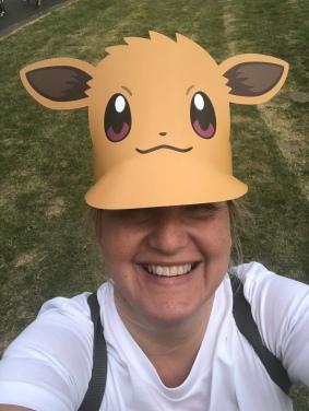 Mit Evoli-Schirmmütze gut angezogen beim Pokemon Go Fest in Dortmund
