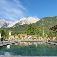 Luxus im Schatten der Drei Zinnen - viel los in Bad Moos